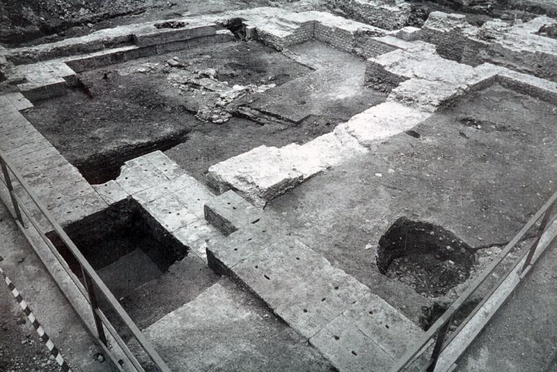 Port : bâti antique