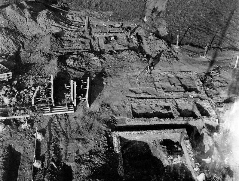 Nécropole : enclos et voie