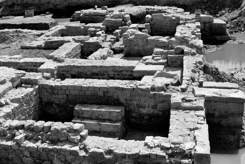 architecture et espaces funéraires, thermes, égout : grand collecteur, thermes, triclinium, exèdre
