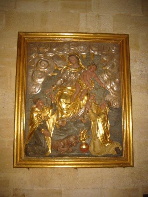 Bas-relief (panneau sculpté) : la Vierge du Rosaire