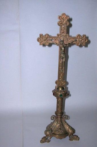 croix d'autel de style néo-roman : Christ en croix