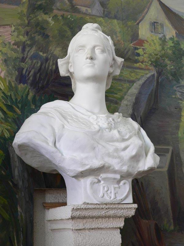 Statue : buste de Marianne