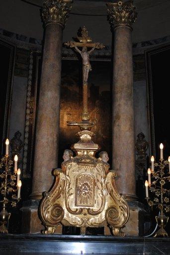 Tabernacle, croix d'autel : Christ en croix