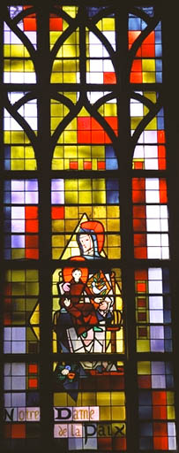 verrière figurée : Notre Dame de la Paix