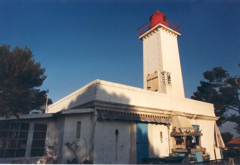Phare d'Agay aussi appelé Phare de la Beaumette (Etablissement de signalisation maritime n°1490/000)