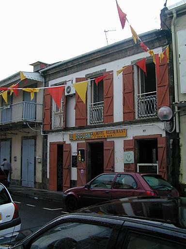 Maison actuellement hôtel de voyageurs Le Drouant