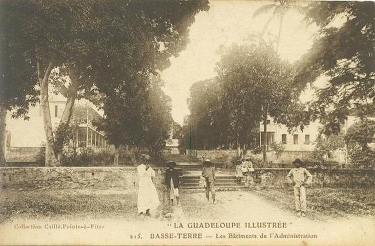 hôpital militaire dit hôpital Saint-Louis actuellement lycée Gerville-Réache