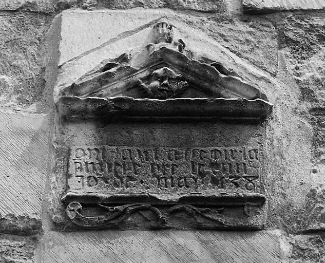 Plaque commémorative (décor d'élévation extérieure)