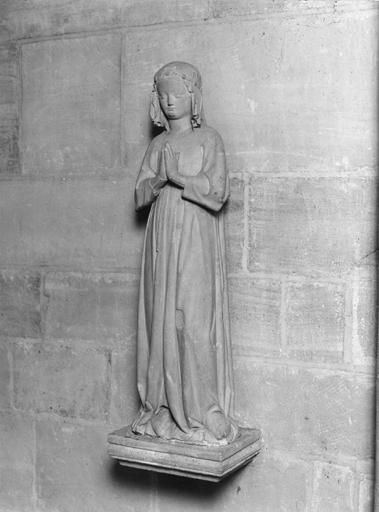 Statue (petite nature) dite Isabelle de France
