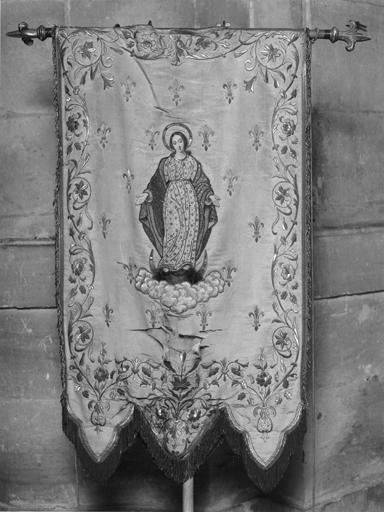 Bannière de procession de la congrégation des enfants de Marie de Poissy