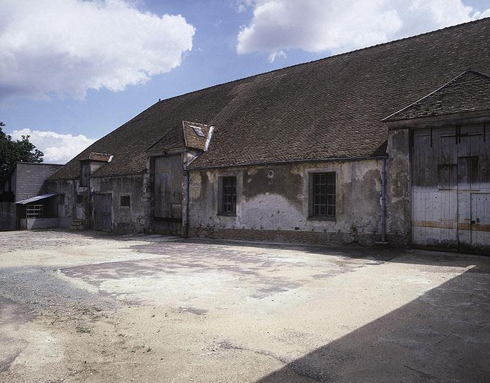 Grange aux dîmes du prieuré de Longpont