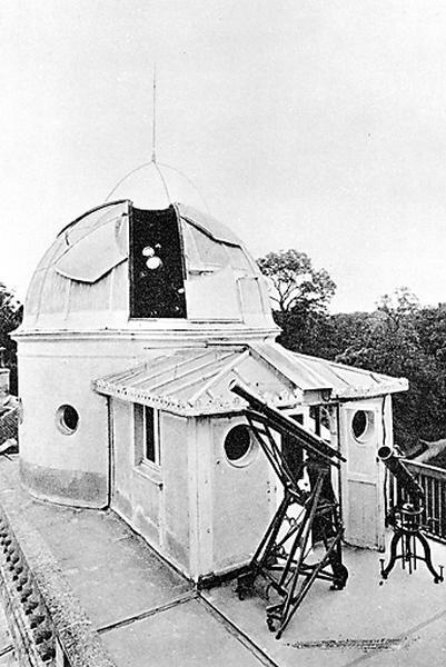 Lunette astronomique sur monture équatoriale