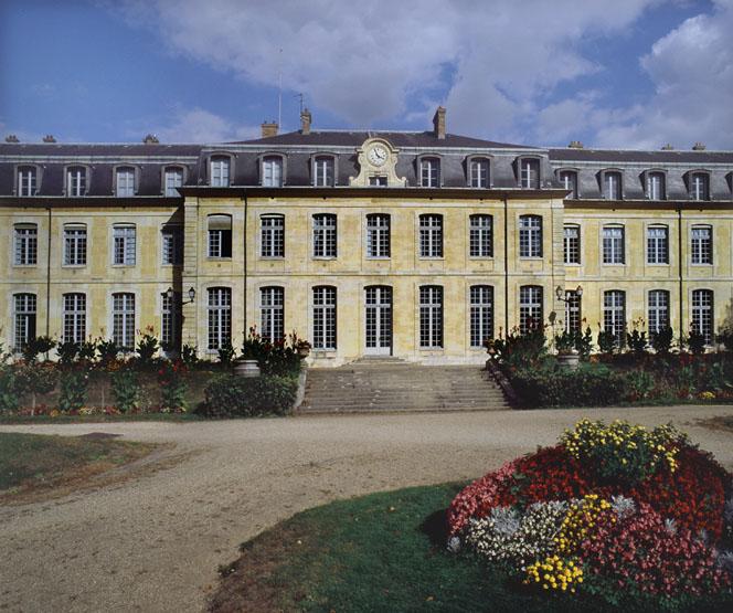 Chateau De Le Prevost Puis Desconde Lycee Du Prince Imperial