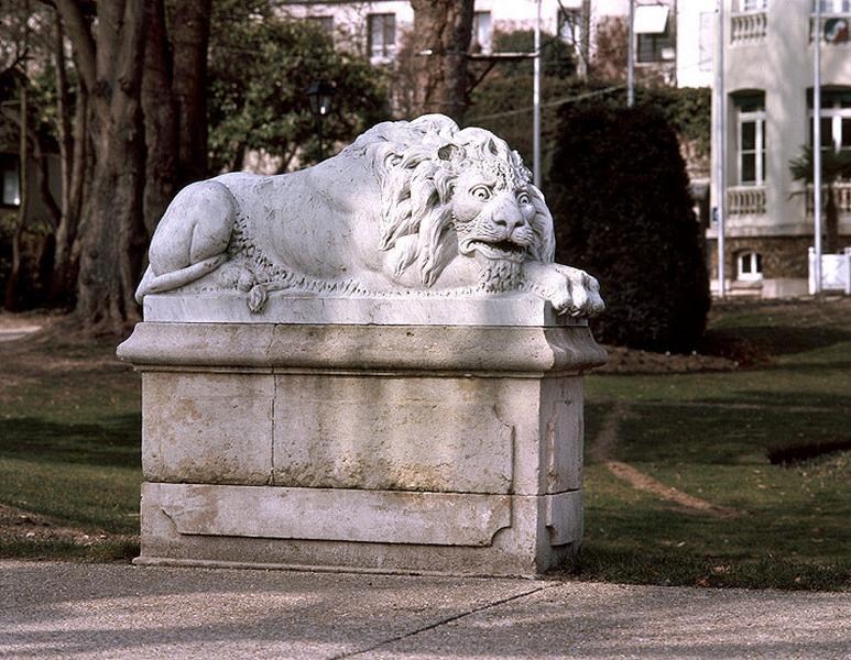 ensemble de 2 statues de lion