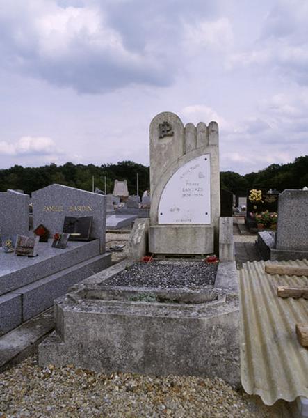 tombeau de Pierre Lantrès