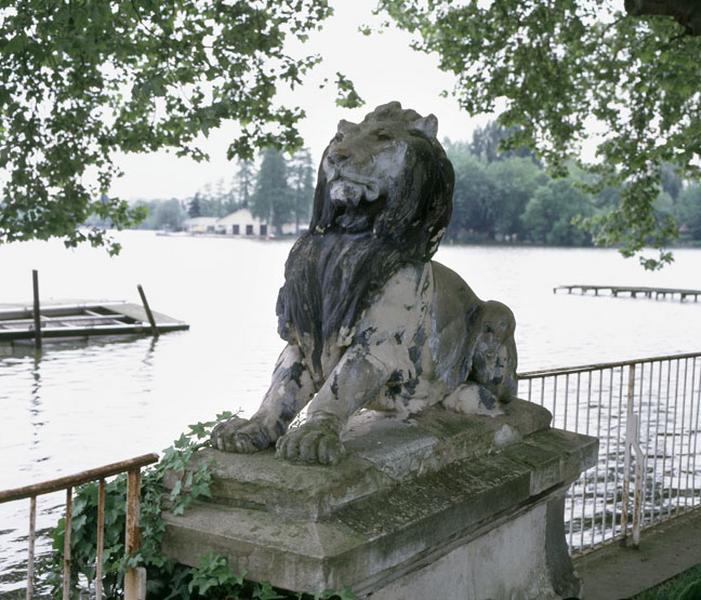paire de statues de lions