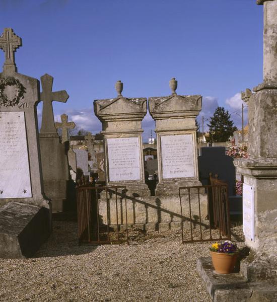 Série de 2 tombeaux de la famille Itasse