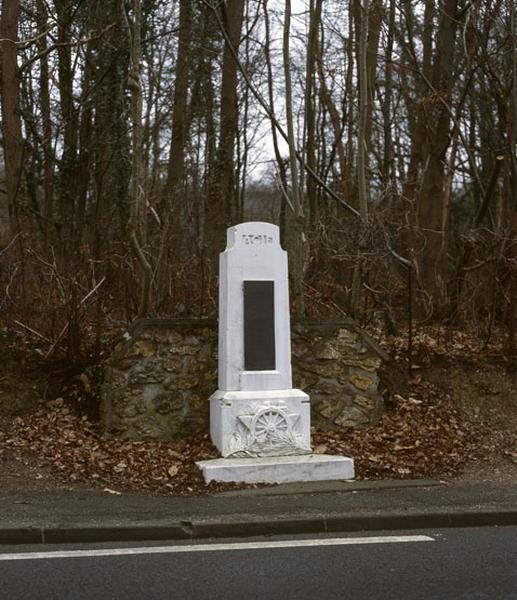 Monument commémoratif de la première course de côte automobile