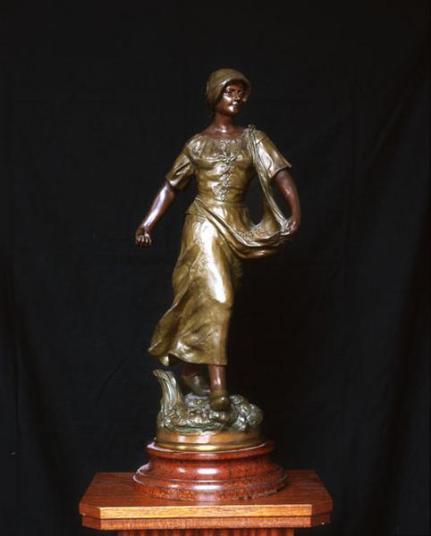 Statue (statuette) : la Semeuse
