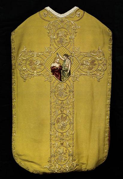 Ornement doré : chape ; dalmatiques (2) ; chasuble ; étoles (2) ; manipules (3); voile de calice ; bourse
