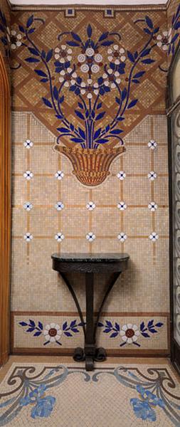 revêtement mural, décor de l'élévation intérieure : coupe de fleurs