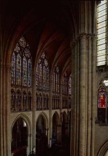Ensemble des 24 verrières des parties hautes du choeur de la cathédrale de Troyes