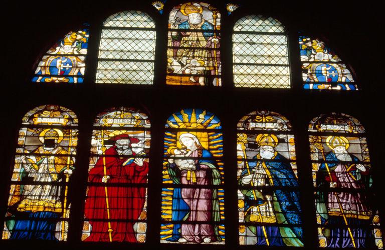 verrière : baie n°106, les docteurs de l'Eglise entourant la Vierge