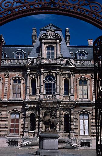 hôtel de négociant en vin dit Château Perrier, actuellement musée