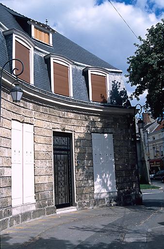 Porte de ville ; esplanade de la Porte Lucas, place d'Armes puis place Victor Hugo