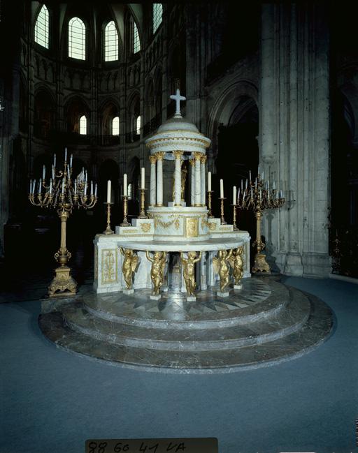Maître-autel (autel à la romaine, autel exposition)
