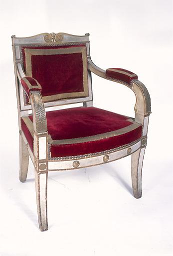 fauteuil d'un ensemble fauteuil et tabourets de célébrant (2)