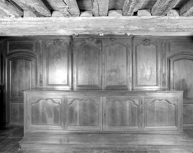 Meuble de sacristie : armoire aux vases sacrés, chapier, chasublier