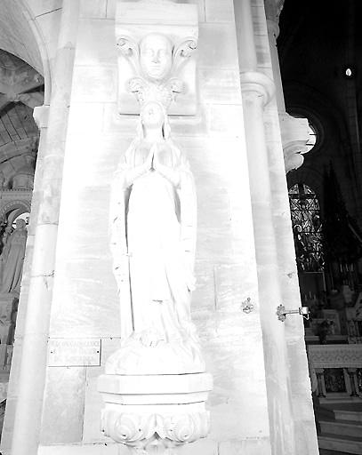 statue (petite nature) : Immaculée Conception dite Notre-Dame de Lourdes