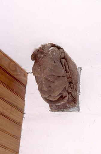 blochet d'un ensemble de 3 : tête de lion tenant un anneau dans sa gueule