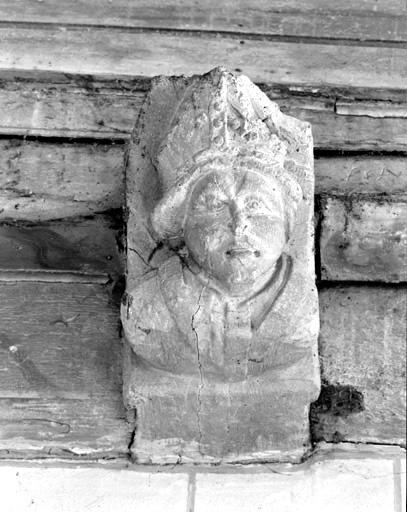 blochet sculpté : buste d'évêque
