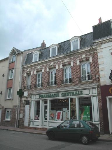 maison avec boutique (pharmacie)