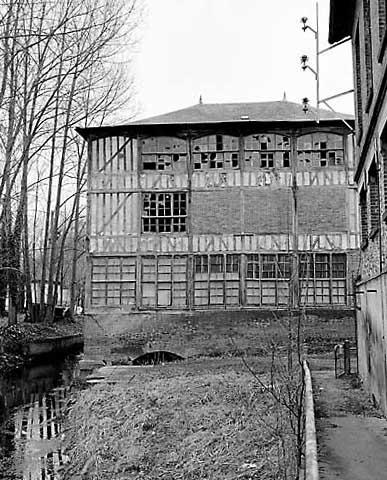 filature de laine Sevaistre, filature de coton de Boutteville, puis Baillache, actuellement entrepôt industriel
