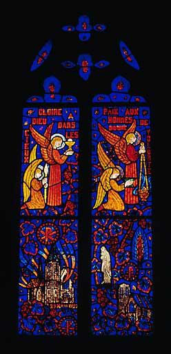 Verrière figurée : l'incendie de l'église en 1929 (baie 3)