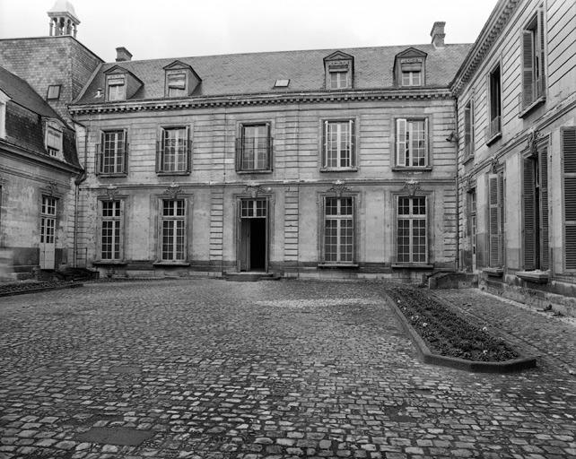 Hôtel de Jacques Cormier de la Picardière, puis école du Sacré-Coeur, puis asile Gatien de Clocheville, puis hôpital de Clocheville