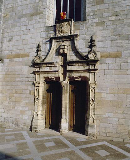 couvent des Carmes actuellement mairie, palais de justice, collège