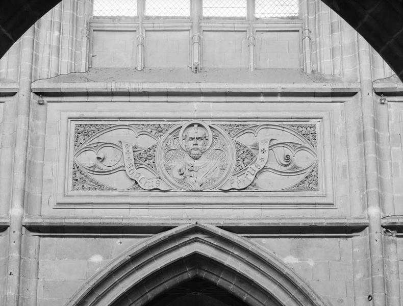 3 reliefs : Saint Solenne, Saint Pierre, Saint Louis