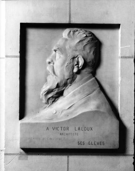Demi-relief : portrait de Victor Laloux