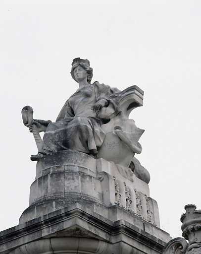 4 statues : allégories des villes de Limoges, Bordeaux, Toulouse et Nantes