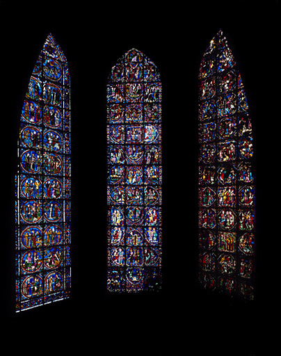 ensemble de 3 verrières : Histoire des Apôtres (baie 0), Histoire des saints Simon et Jude (baie 1), Histoire de saint André (baie 2)