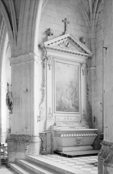 Autel secondaire des fonts baptismaux (autel, degré d'autel, 2 gradins d'autel, retable)