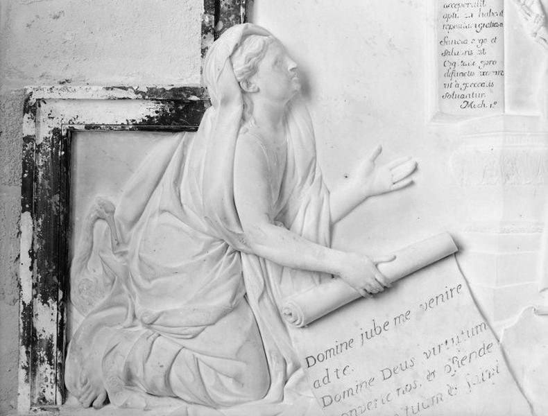 Tombeau d'Anna Jablownoska : Femme agenouillée devant la mort