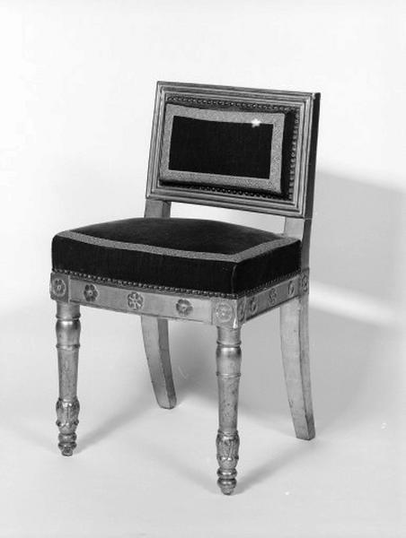 Fauteuil de célébrant et 2 chaises de célébrant