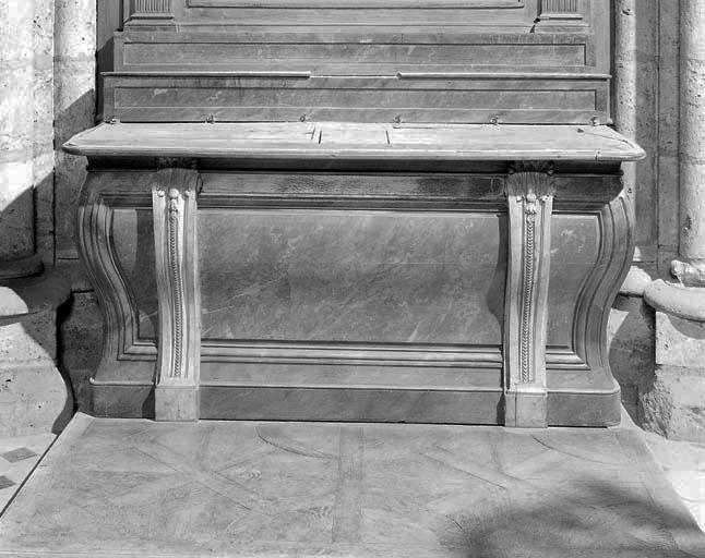 Autel, 2 gradins d'autel, degré d'autel