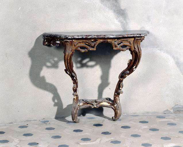 Table (n° 2).