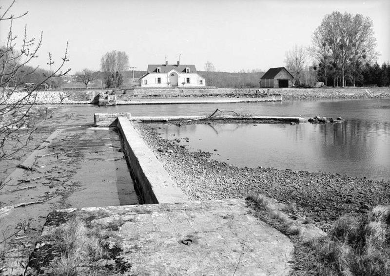 Site d'écluse, barrage mobile à aiguilles de la Méchinière (Cher canalisé)